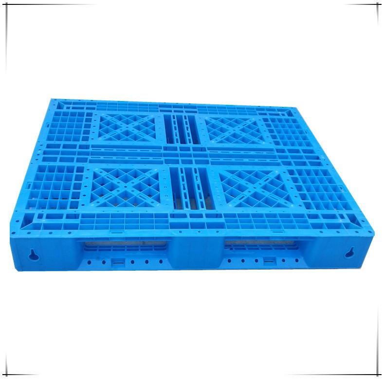 塑料卡板的材质怎样?使用形式是什么样的?